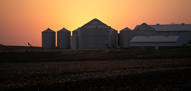 photo of US farm by night